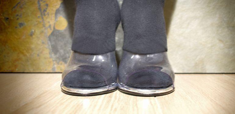 ensanchando zapatos mussa con calcetines